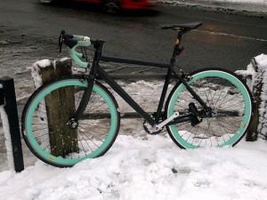 Vinter fixie cykel klargøring